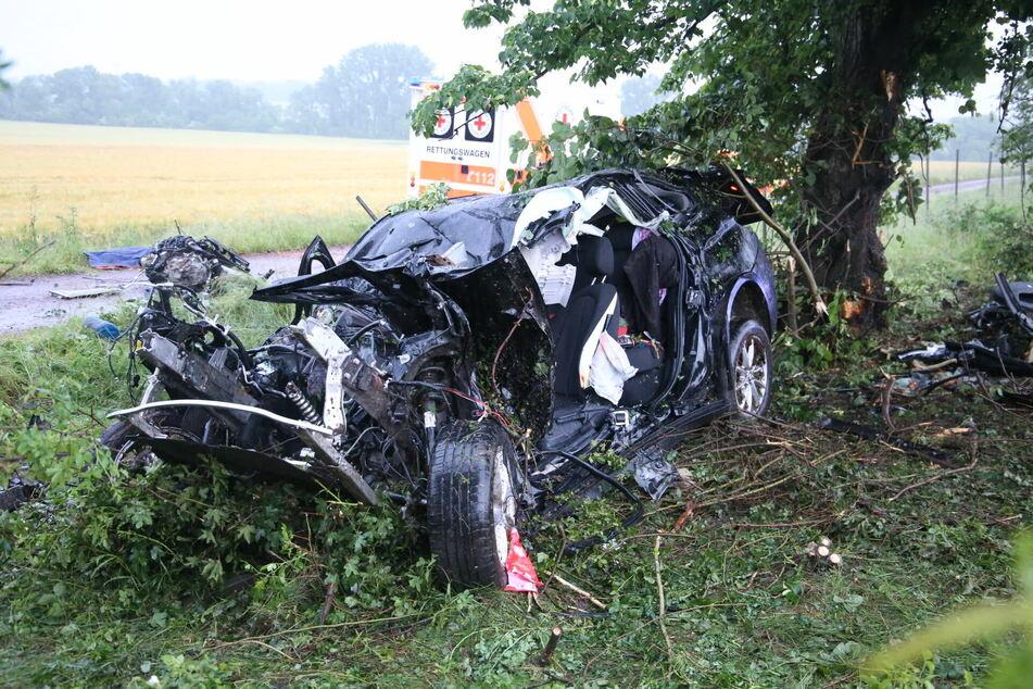 Ein 34-Jähriger kam bei Gotha ums Leben. Er kam mit seinem BMW von der A4 ab und landete an einer Baumgruppe.
