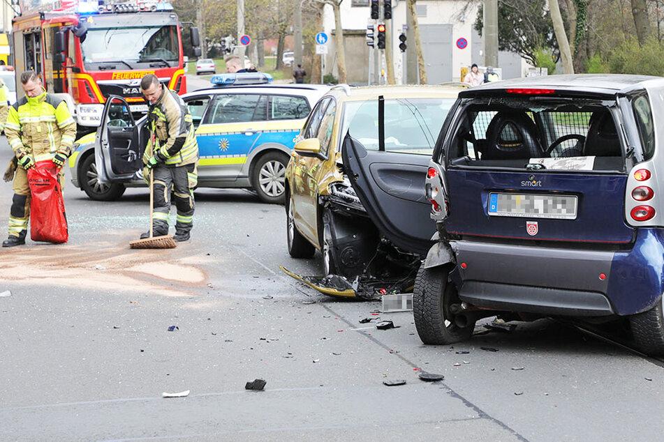 Auf offener Straße gewendet: Kesselsdorfer nach Unfall dicht!