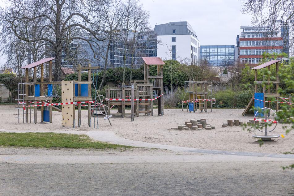 Sämtliche Spiel- und Sportplätze der Stadt wurden gesperrt.