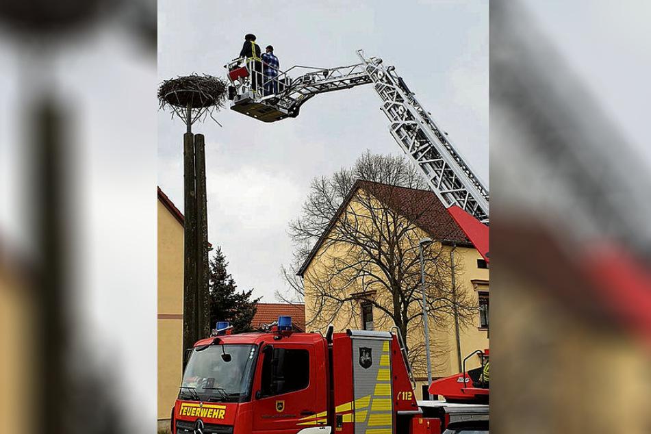Der heftige Kampf um die begehrte Immobilie wurde zum Drama. Zum Glück konnte die Feuerwehr Wurzen schnell mit ihrer Leiter anrollen.