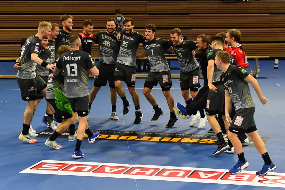 Der Siegertanz der HCE-Handballer nach dem Sieg gegen Konstanz am 20.02.2021. ©Lutz Hentschel