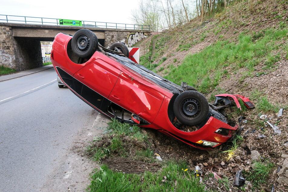Der Skoda-Fahrer wurde bei dem Unfall offenbar leicht verletzt.