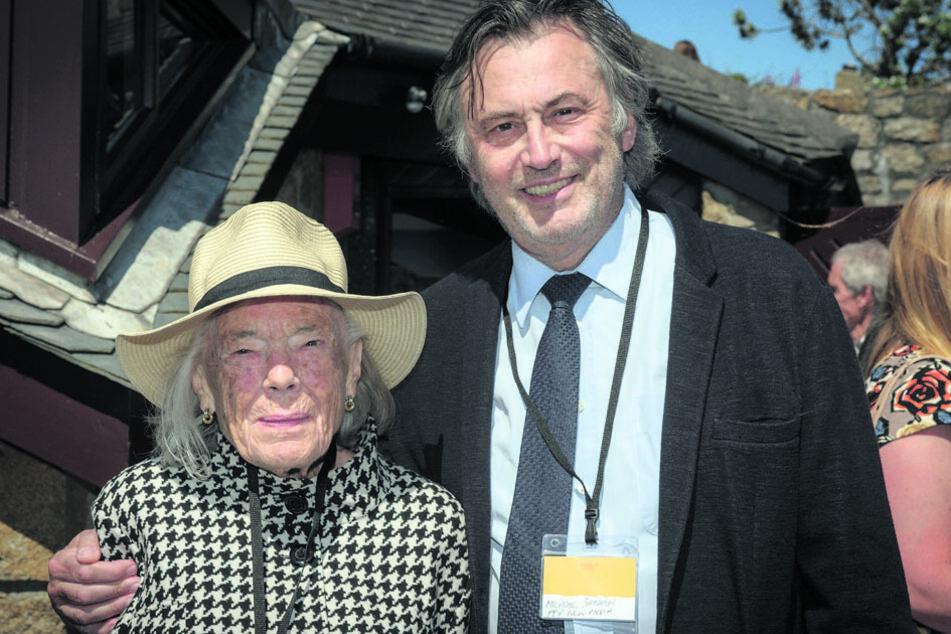 Produzent Smeaton (69) mit Schriftstellerin Pilcher (1924-2019) in einer Aufnahme von 2016.