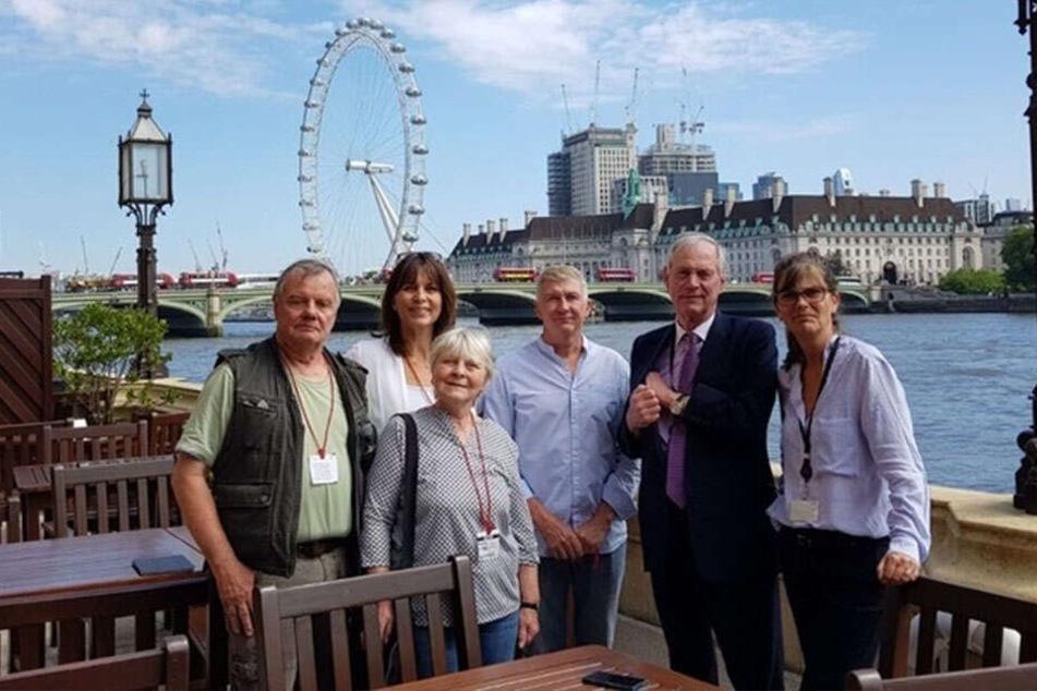 Zu Besuch in London: Hier traf Küpperbusch (l.) britische Politiker.
