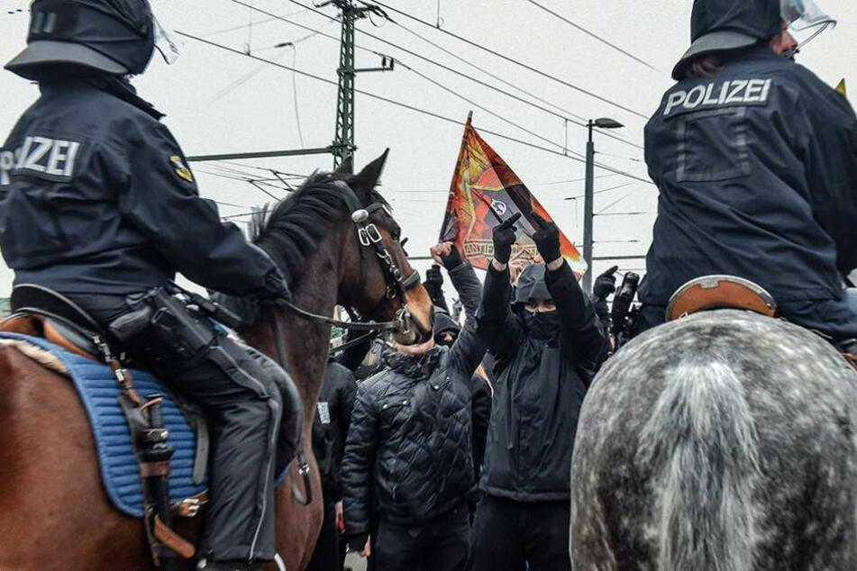 Die Linken blockierten am Nachmittag die Marienbrücke, daraufhin wurde die rechte Demo von Gerhard Ittner umgeleitet werden.