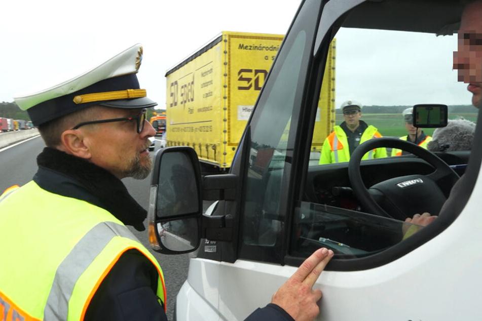 Stefan Pfeiffer, Leiter der Verkehrspolizei Feucht, konfrontierte die Gaffer mit ihrem unmöglichen Verhalten.