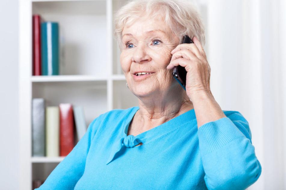 Vor allem Senioren werden immer öfter Opfer von falschen Gewinnversprechen am Telefon. (Symbolbild)