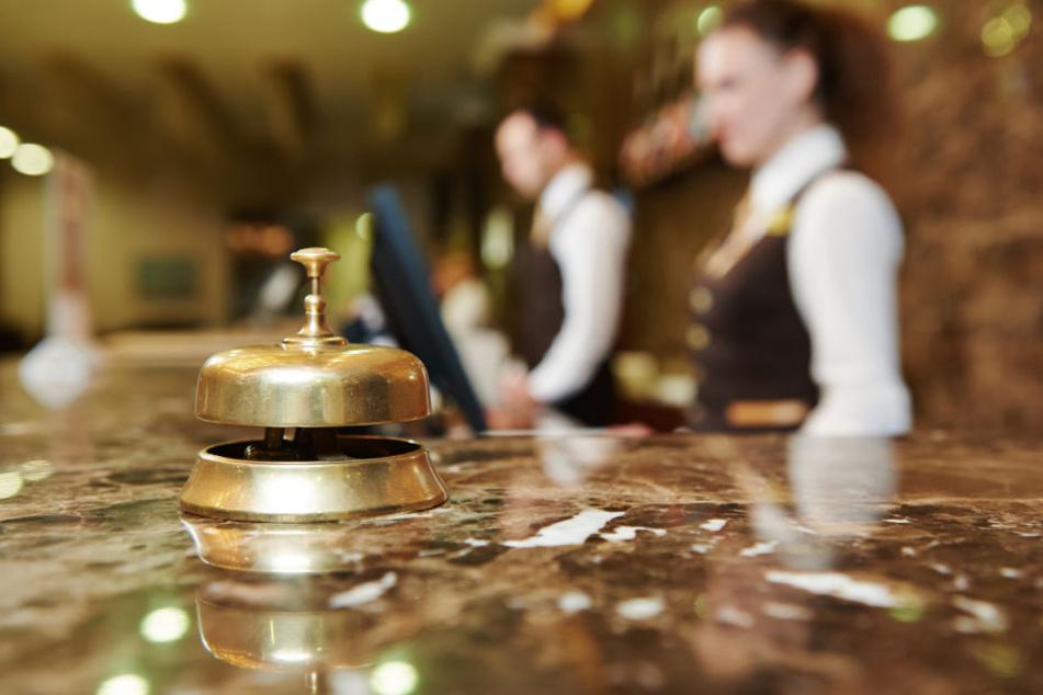 Der Mitarbeiter hatte von dem Hotel viele Arbeitsstunden zunächst nicht bezahlt bekommen (Symbolbild).