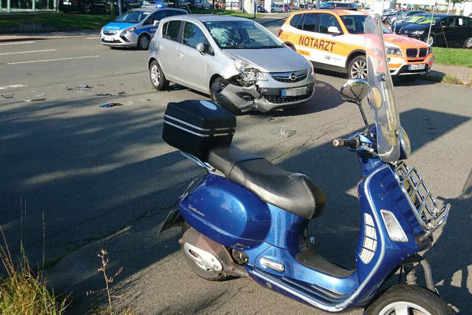 Der Mopedfahrer wurde schwer verletzt in ein Krankenhaus gebracht.