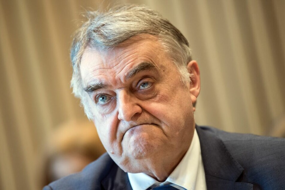 Innenminister Herbert Reul forderte immer wieder neue Durchsuchungen an.