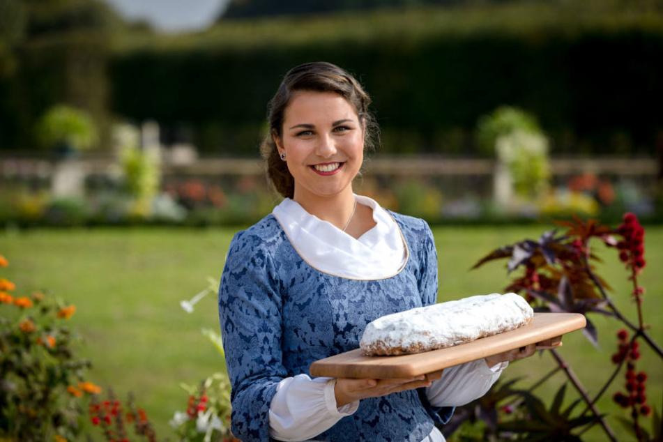 Als 23. Dresdner Stollenmädchen steht Hanna Haubold hinter dem süßen Gebäck.