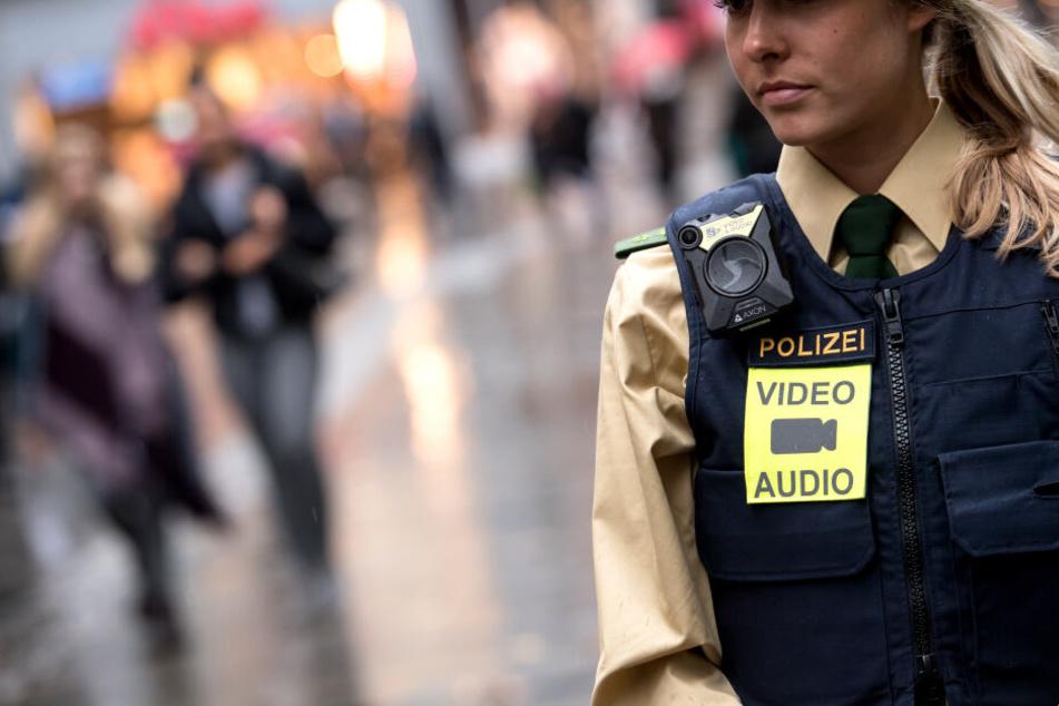 Nach einer mutmaßlichen Vergewaltigung in Rosenheim ermittelte die Polizei auf Hoftoren. (Symbolbild)