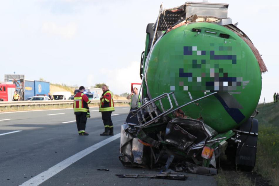 Auf diesen Tanklaster war der Lkw aufgefahren.