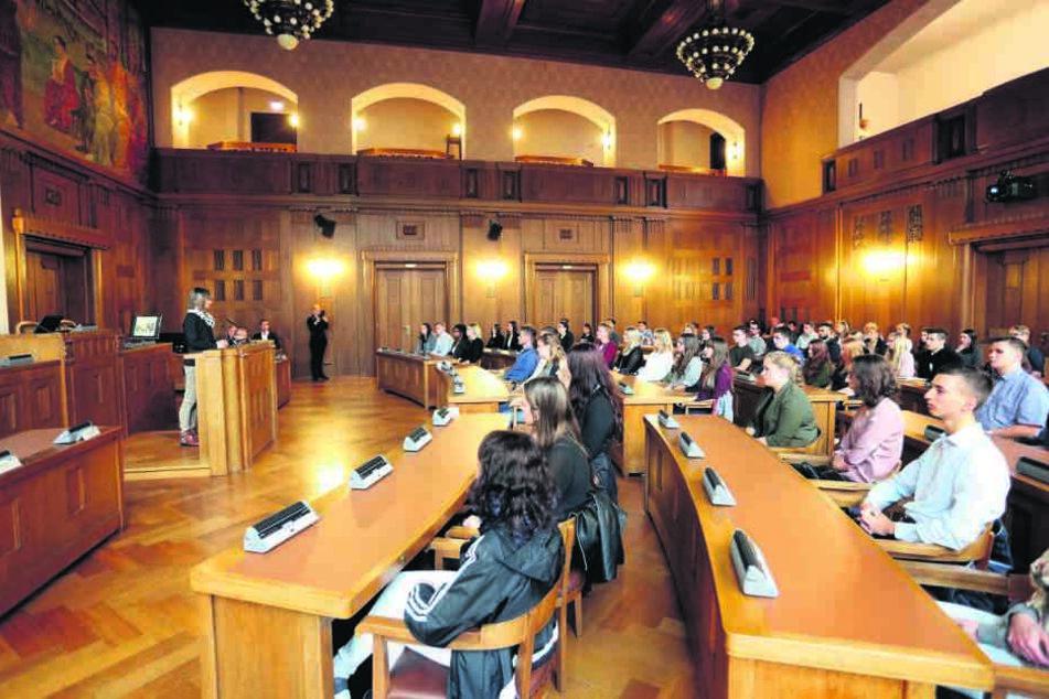 Erster Arbeitstag: Barbara Ludwig begrüßte heute die 59 neuen Azubis im Chemnitzer Rathaus.