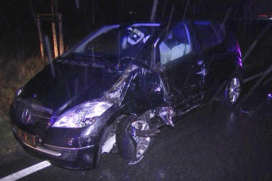 Gegen diesen Mercedes war der 75-jährige Unfallverursacher gekracht.