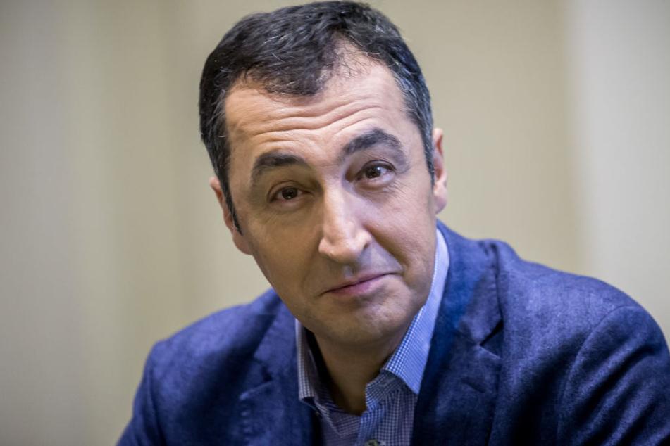 Grünen-Politiker Cem Özdemir (53) warnt vor einer stärkeren Einflussnahme des türkischen Staats auf den Islam in Deutschland.
