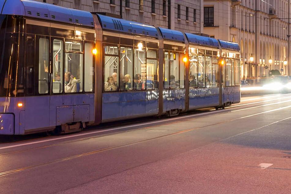 Schock in München: Mann schießt an Tramhaltestelle um sich