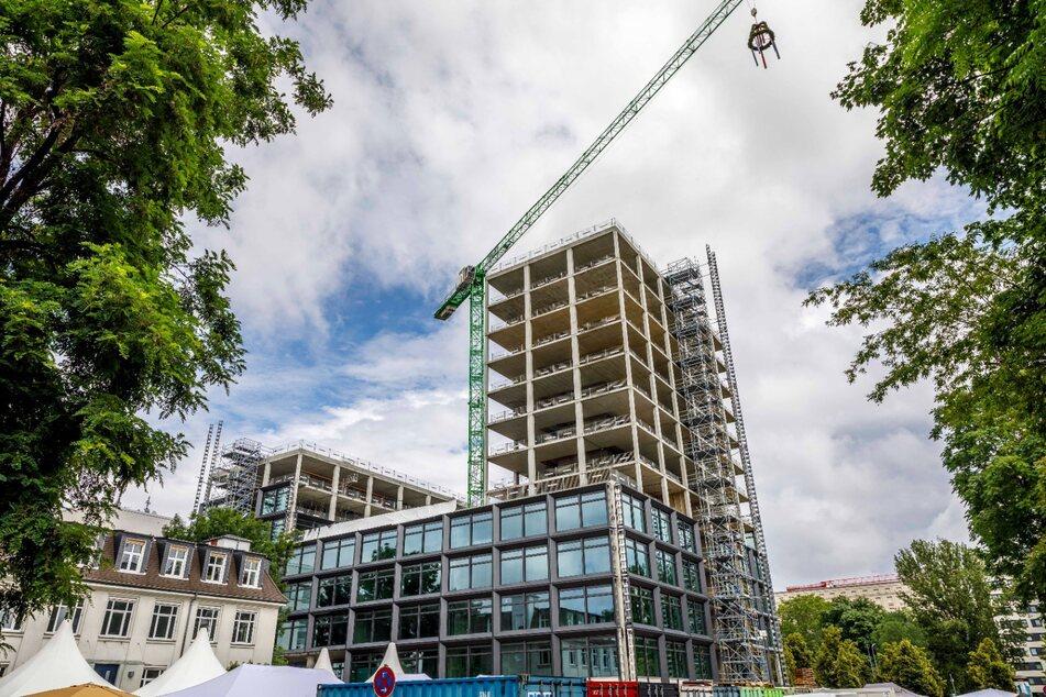Mit 51 Metern ist die neue Konzernzentrale derzeit die höchste Baustelle in Dresden.