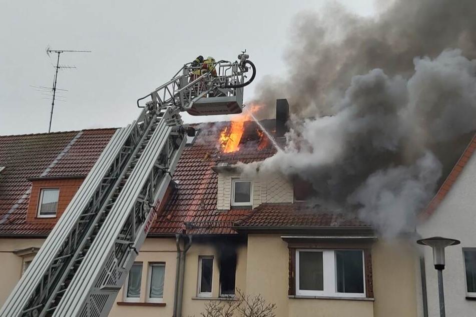 Nach dramatischer Flucht auf Dach: Mann stirbt nach Feuer in Erfurter Haus