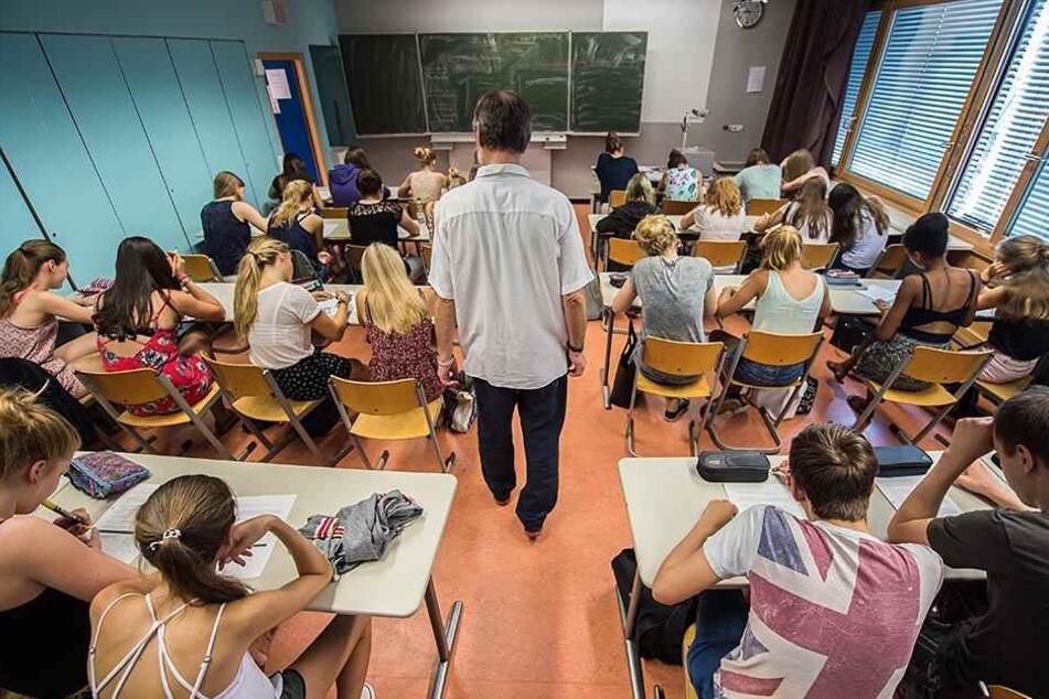 Kommen mehr Lehrer nach Sachsen, wenn hier ein Beamtenstatus eingeführt wird?