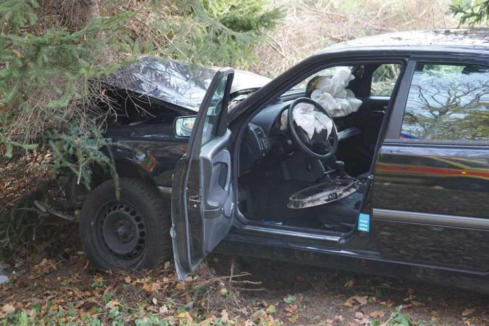 Aus diesem Auto entkamen zwei Rentner (82, 83) ohne schwere Verletzungen.