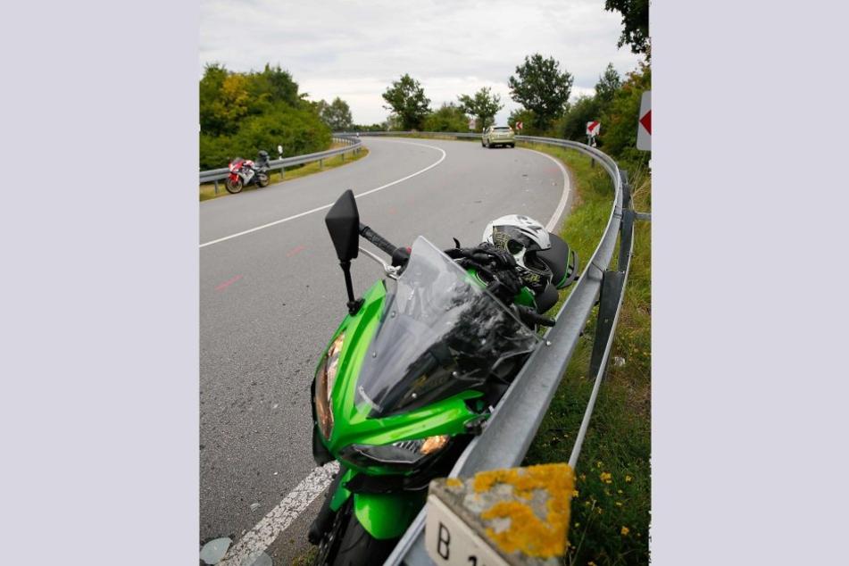 Das Motorrad war frontal mit einem Ford Focus zusammengeprallt.