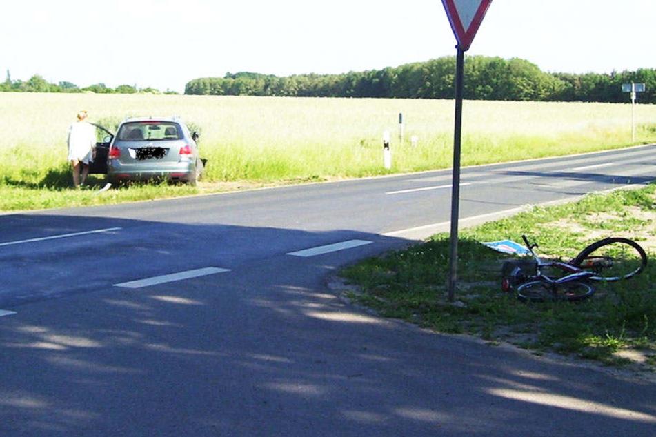Durch das Ausweichmanöver krachte die Frau anschließend gegen ein Verkehrsschild.