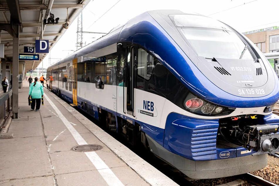 Der funktionierende Triebwagen im Berliner Bahnhof Lichtenberg