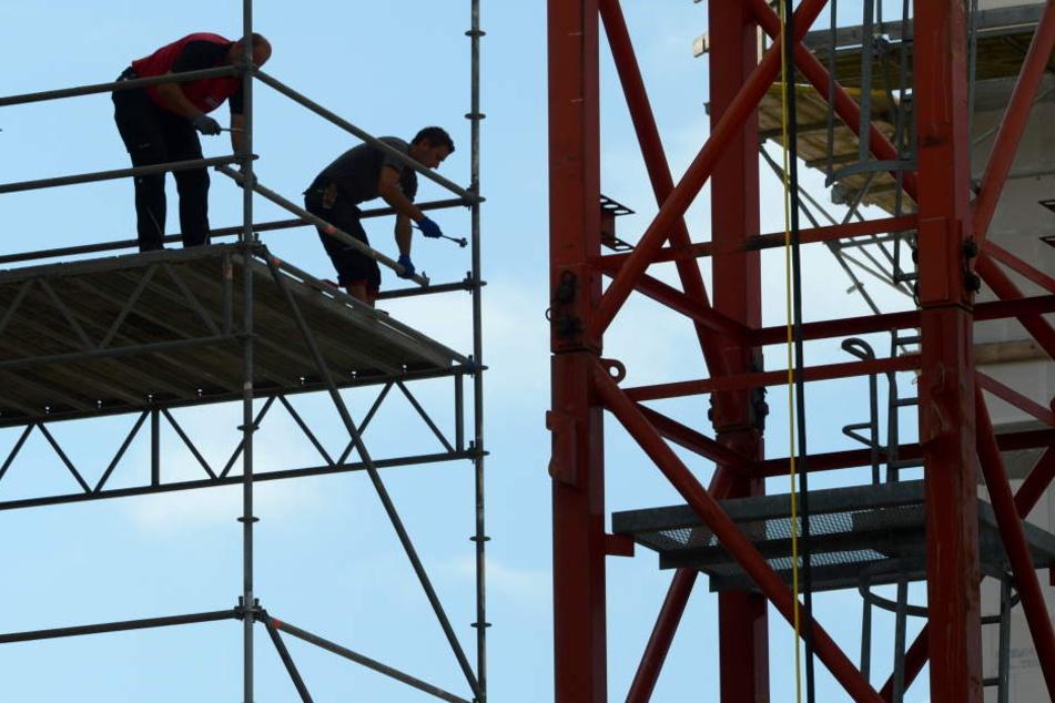 Höhenretter konnten die Teile entfernen. (Symbolbild)