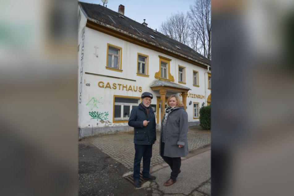 """Sie wollen das alte Gasthaus """"Schützenruh"""" retten: Solveig Kempe (39) und Gert Rehn."""