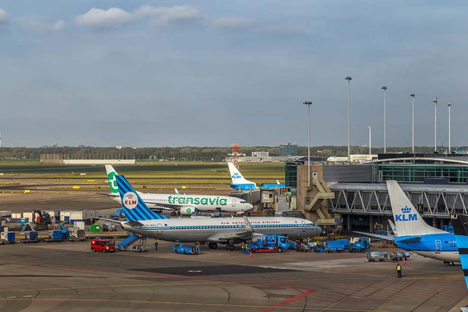 Tausende Reisende sitzen derzeit am Flughafen in der niederländischen Hauptstadt fest.