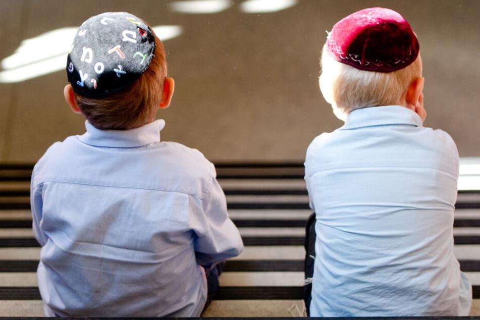 Hakenkreuze, Verschwörungs-Theorien: So steht es um den Judenhass an Schulen