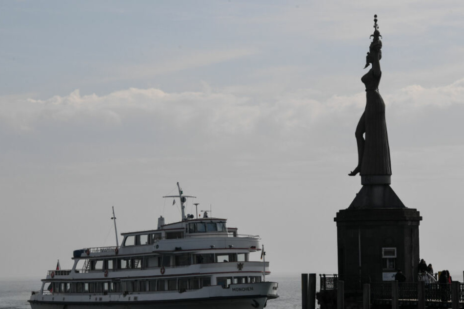 Die MS München fährt in den Konstanzer Hafen ein. (Archivbild)
