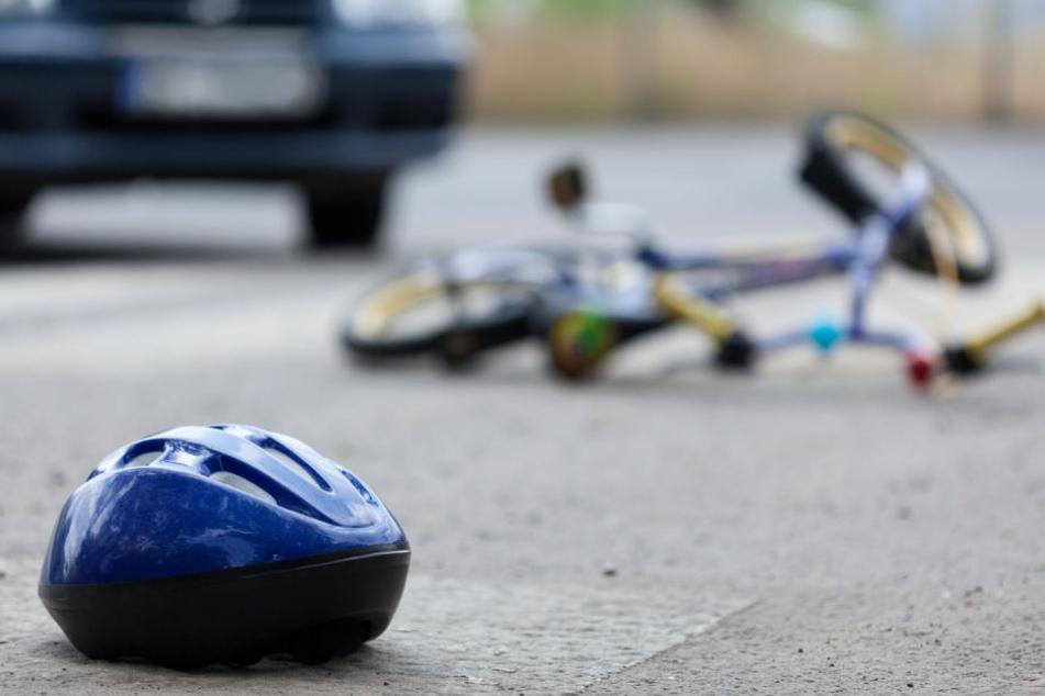 Schwer verletzt: Kind (3) wird von rückwärts fahrendem Transporter überrollt