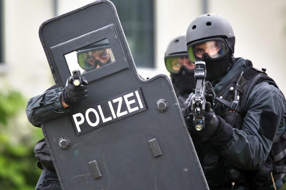 Spezialkräfte der Polizei waren vor Ort. (Symbolbild)
