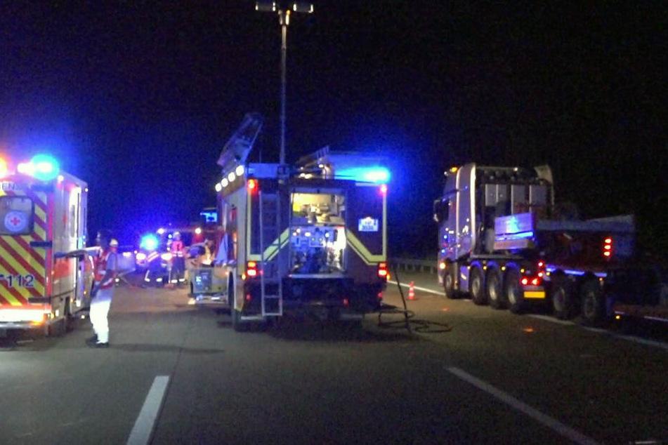 Der 15-jährige Sohn der Fahrerin musste mit schweren Verletzungen in ein Krankenhaus gebracht werden.