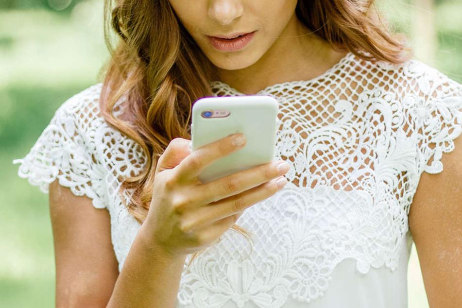 Am Abend zuvor hatte sie durch eine SMS herausgefunden, dass ihr Verlobter eine Affäre hatte. (Symbolbild)