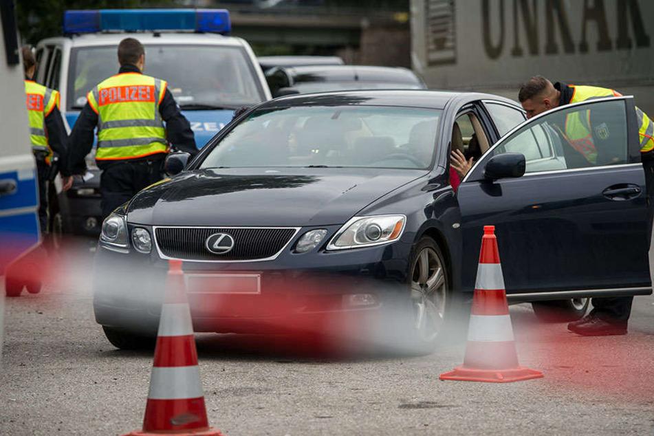 An der deutsch-tschechischen Grenze hat die Polizei mehrere Personen bei dem Versuch der unerlaubten Einreise aufgegriffen (Symbolbild).