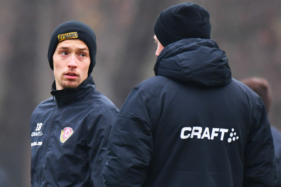 Donnerstag im Training: Jannik Müller (l.) lauscht den Ansagen von Trainer Maik Walpurgis.