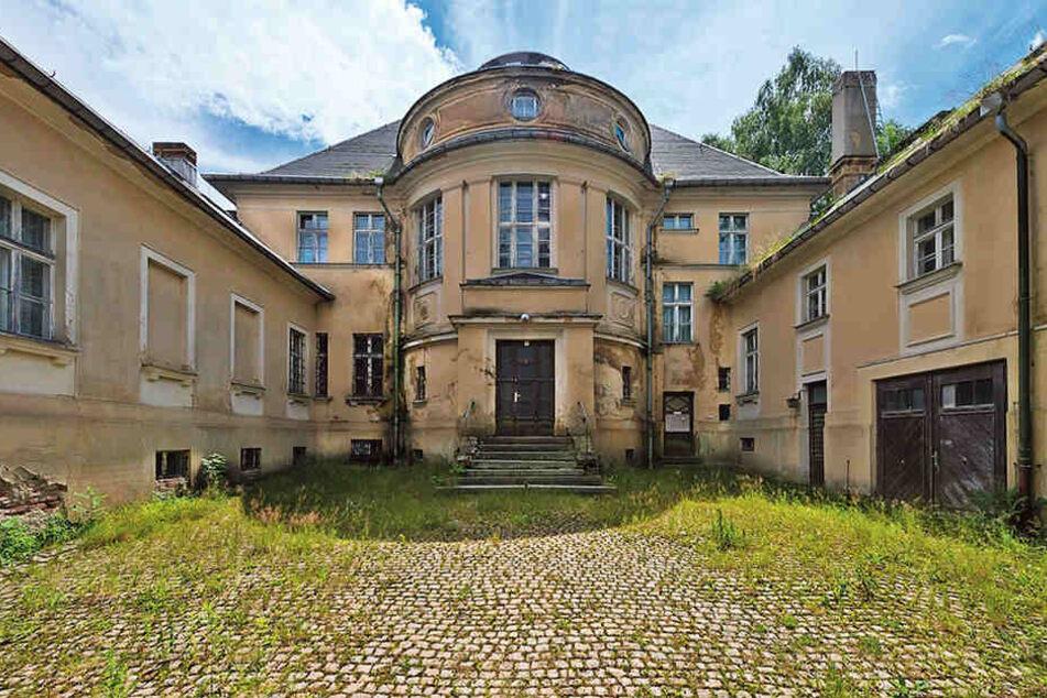Steht zur Versteigerung: diese prächtige Fabrikantenvilla in Johanngeorgenstadt. Das Mindestgebot liegt bei 49.000 Euro.