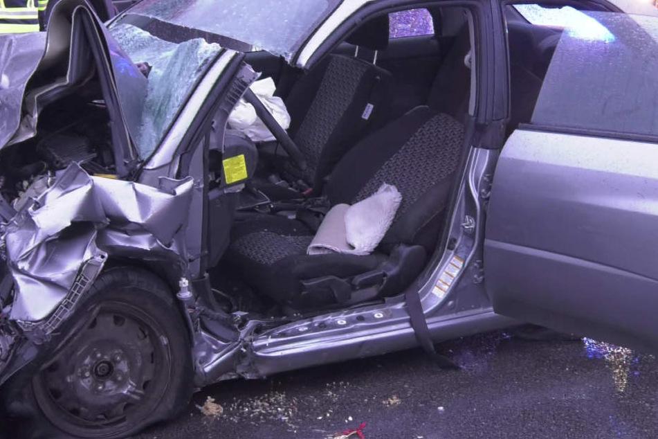 In Bayern ist es zu einem schrecklichen Unfall gekommen, ein BMW wurde zerstört.