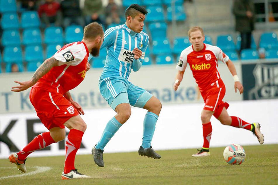 Dynamo-Leihgabe Mario Rodriguez kam beim 0:3 gegen Regensburg zu seinem zweiten Drittliga-Einsatz. Der US-Amerikaner hatte sicher auf mehr gehofft.