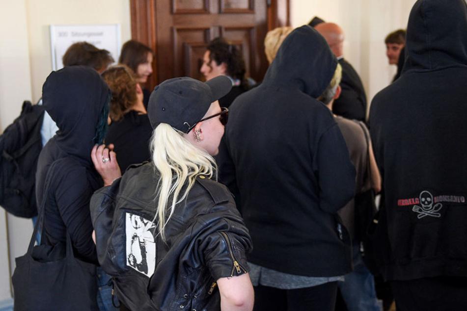 Am Montag waren unter den Gerichtsbesuchern viele Linksautonome.