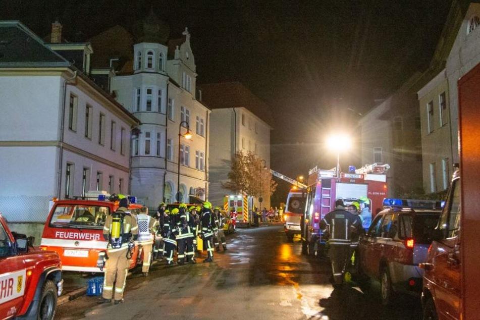 Ein Großaufgebot der Rettungskräfte sicherte die Menschen und löschte das feuer.
