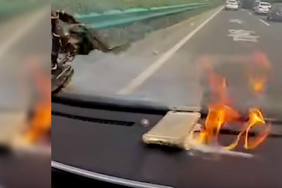 Das iPhone fing bei voller Fahrt plötzlich Feuer.