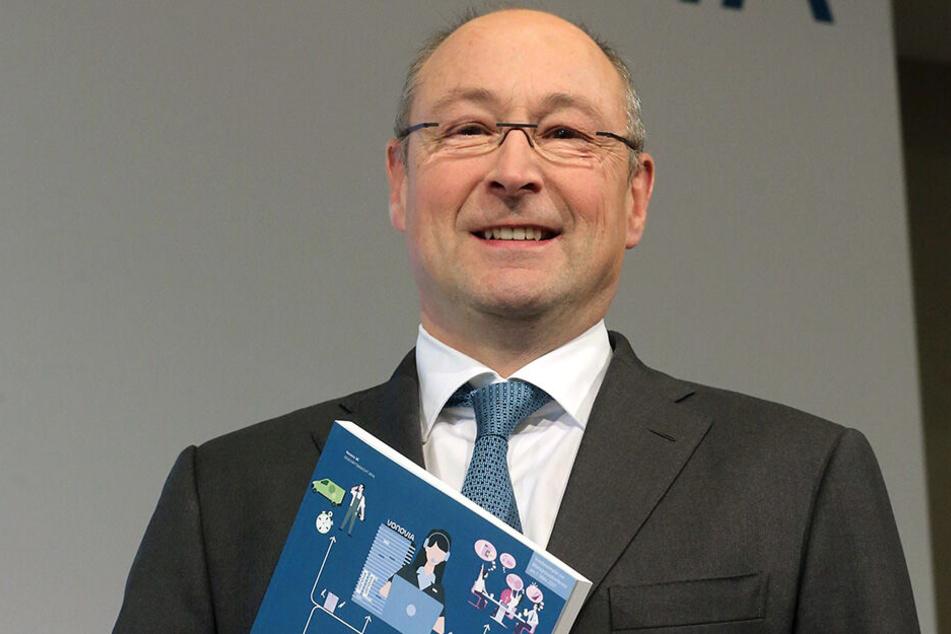 Vonovia-Chef Rolf Buch (54) bei der Hauptversammlung des Wohnungskonzerns.