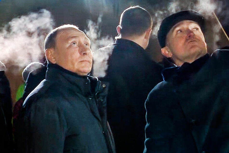 Wladimir Putin (links) reiste nach Magnitogorsk, um sich selbst ein Bild zu machen.