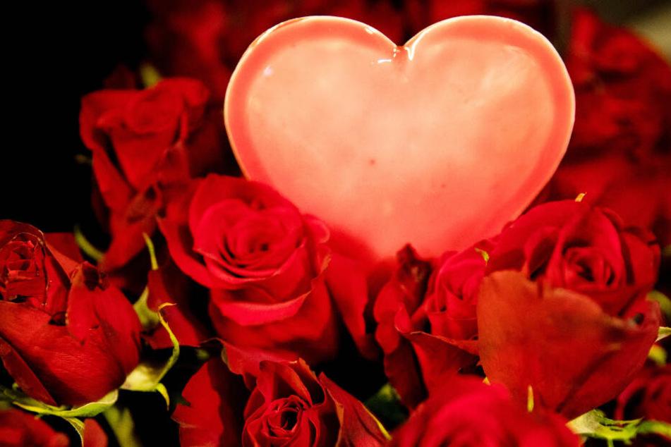 Blumen zu verschenken, gehört für viele dazu (Symbolfoto).