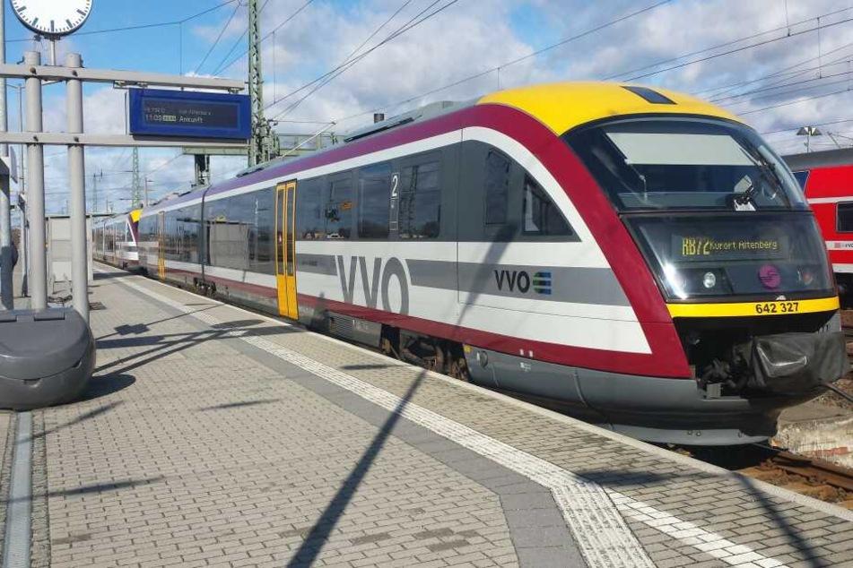 Die Züge der Städtebahn Sachsen brachte jeden Tag Tausende Pendler von A nach B. Die standen am Donnerstagmorgen ohne Vorwarnung empört an den Gleisen.