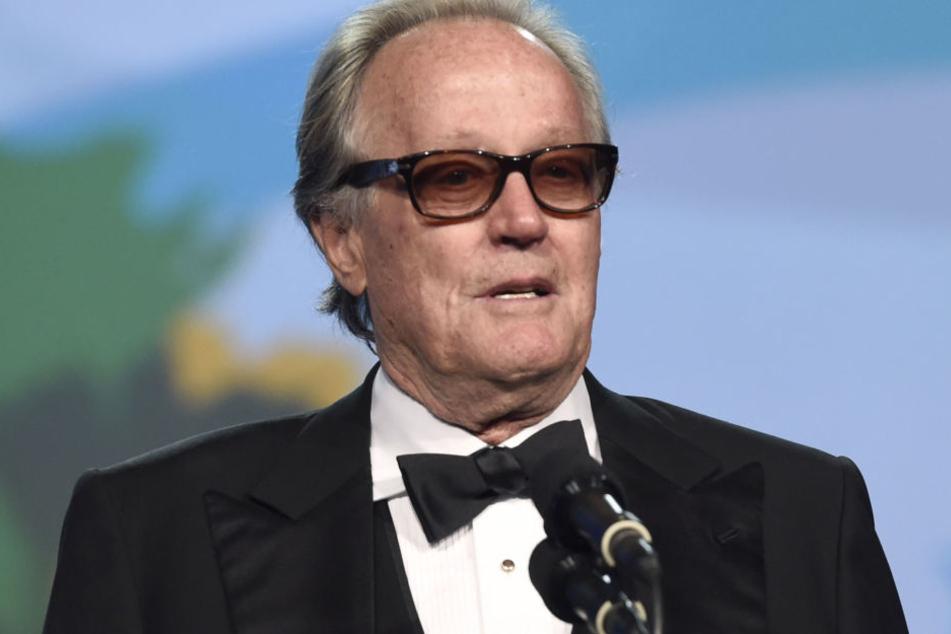 Peter Fonda hat sich für einen umstrittenen Tweet, in dem er dem amerikanischen Präsidentensohn Barron Trump eine Begegnung mit Pädophilen in einem Käfig vorschlug, öffentlich entschuldigt.